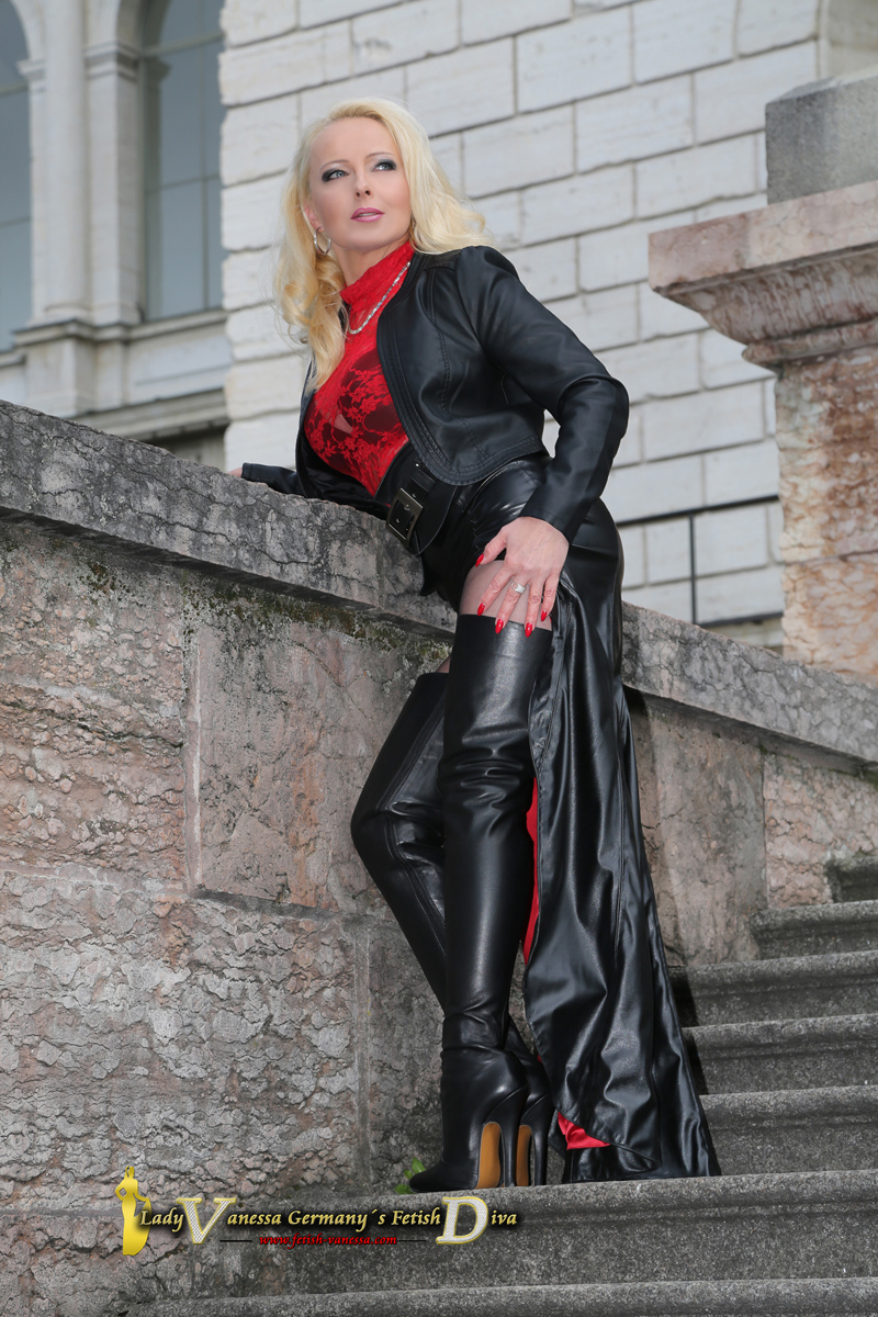 Lady Vanessa Fetish Diva in Overknee