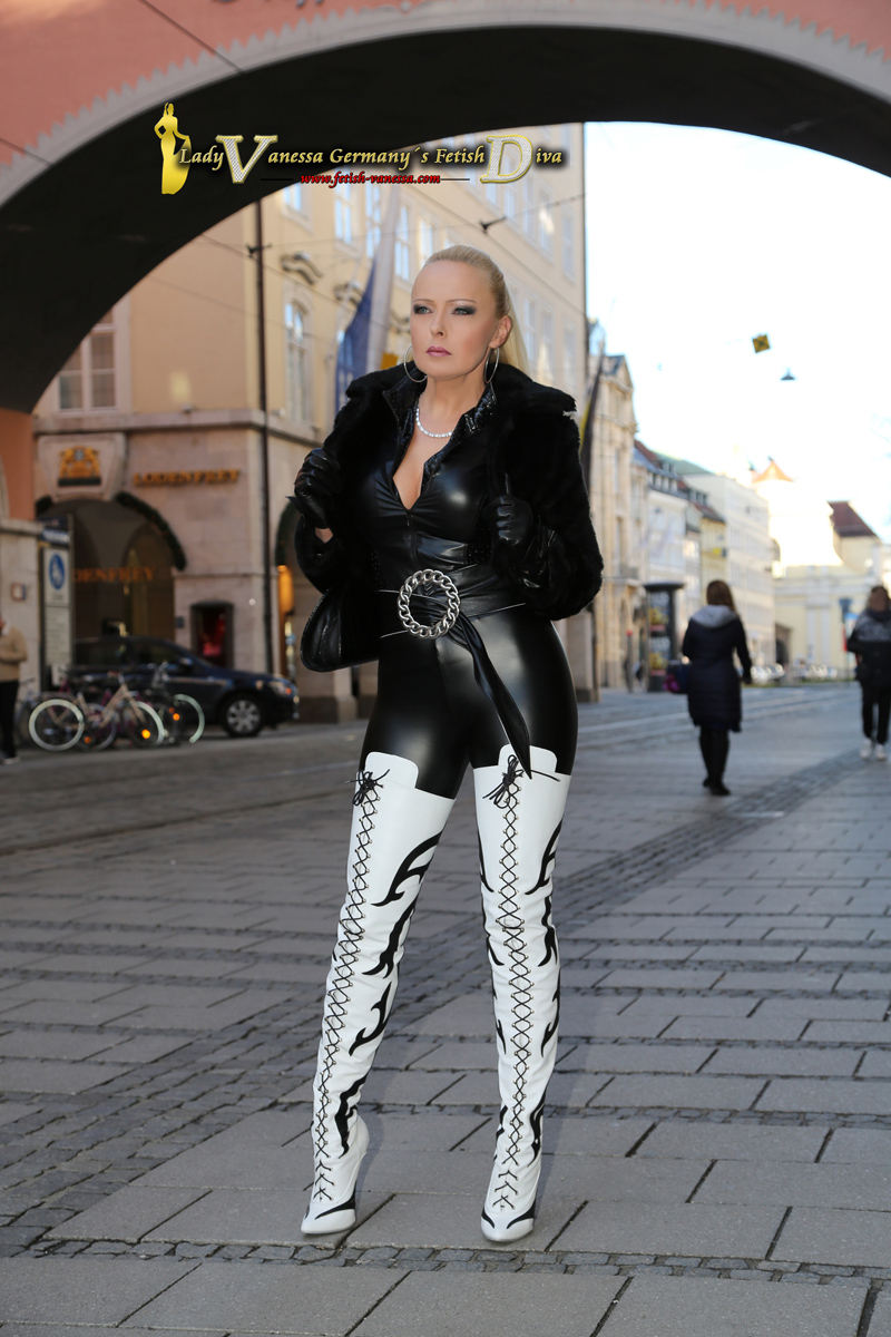 Germany´s Fetish Diva in overknees with a 16 cm heel and a fur during a stroll in Munich.