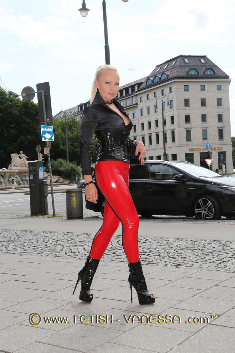 In red leggings with black decorative seams by Slinkystylez (https://www.slinkystylez.com/) Germany's Fetish Diva Lady Vanessa is on tour in Munich this week. The combination is completed by a black corset and high heels by Giaro (https://www.giaro.com/). The high heels Lady Vanessa got from a very dear user for her birthday.