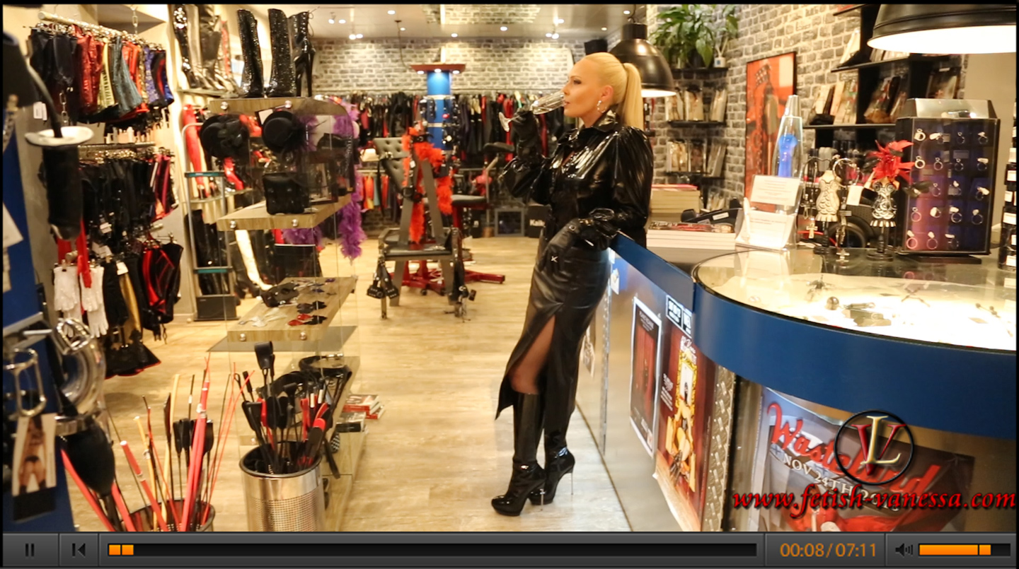 Lady Vanessa visited her favourite shop, the Boutique Domination (https://www.domination-boutique.de/), in Munich. She was dressed accordingly. She wore a long leather skirt with a patent blouse and overknees. The patent blouse in the style of a mistress is from Fetish Atelier (http://www.fetish-atelier.com/).